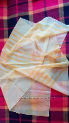 Яркий большой желтый шарф