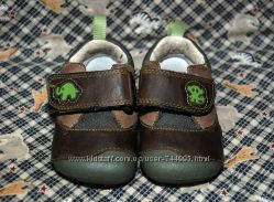 Туфельки кроссовки Clarks для первых шажков малыша на ножку 10, 5 см