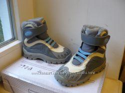 Термоботинки Adidas с системой Climaproof 24 размер