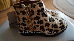 Стильные ботиночки Carters размер 5US