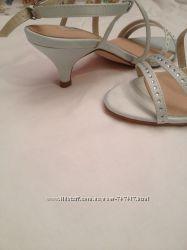Красивые босоножки на аккуратненькие ножки из Англии, размер UK 3