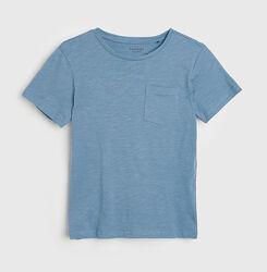 Однотонная футболка на мальчика с карманом Reserved