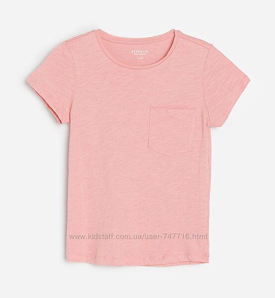 Однотонная розовая футболка на девочку с карманом Reserved