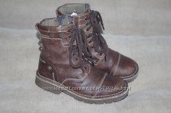 Ботинки осенние ZARA кожа на молнии и шнурках.