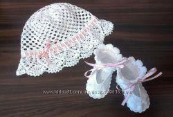Вязаные шапочки, пинеточки, платьица