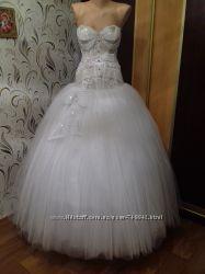 Красивенькое пышное свадебное платье по низкой цене