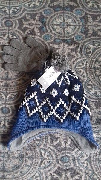Зимняя шапка с перчатками на 3-5 лет.
