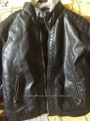 Детская утепленная черная куртка из кожзама H&M на 9-10 лет рост 140 см