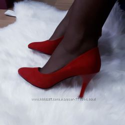 Красные женские туфли не высокий каблук