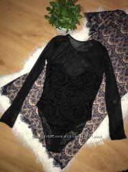 Чёрный боди сетка с длинным рукавом и бархатным принтом