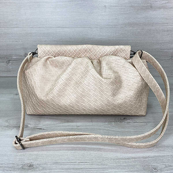 Женская сумка-клатч с ремешком на плечо черная бежевая розовая плетеная