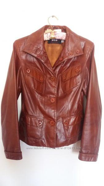 Красива шкіряна куртка