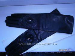 Перчатки длинные кожаные CHANEL.