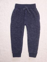 Теплые спортивные штаны на 4-5 лет с начесом