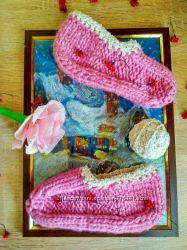 Ручная работа по вязанию тапочек, носков  для всей семьи