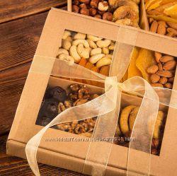 Подарочные ноборы орешки, сухофрукты