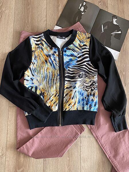 Класна курточка бомбер