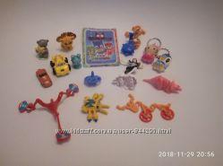 Комплект пакет мелких игрушек из киндера и другие