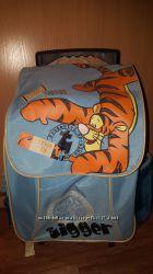 Продам детскую сумку на колёсах- рюкзак.