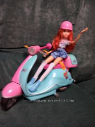 Блум и ее скутер