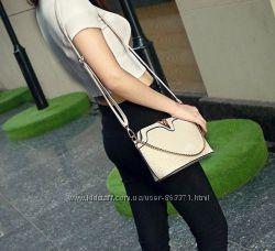 Женская сумка через плечо Valentino плетенная с цепочкой