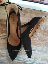 Туфли лодочки с высокой пяткой 39 р