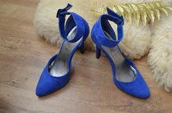Красивые яркие синие туфельки New Look из замши