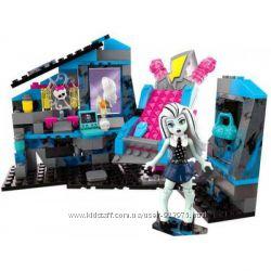 Конструктор Monster High Электрифицирующая комната Mega Bloks Френки Штейн