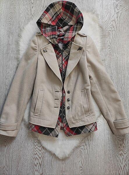 Бежевое белое короткое пальто с капюшоном в красную черную клетку шерсть на