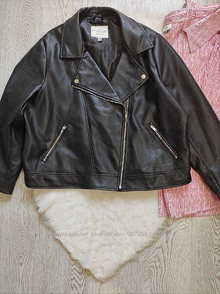 Черная кожанка косуха кожаная куртка короткая с карманами батал большого