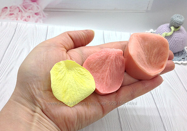 Пластиковый Молд  вайнер Лепесток розы бокальной малый, 5 см на  4 см