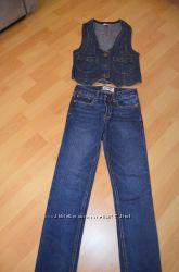 джинсовая жилетка и джинсы на 10 лет