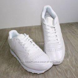 Белые мужские кроссовки