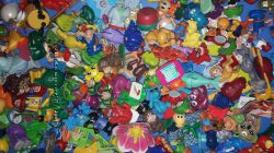 250 игрушек из Киндер