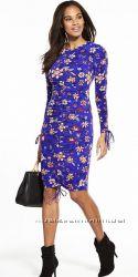 Синее  платье с красивым цветочным принтом