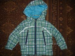 Фирменная очень стильная легкая деми куртка ветровка мальчику на год-два