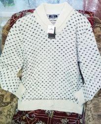 Теплый свитер принт треугольная горловина