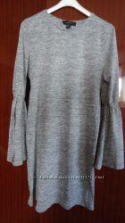 Стильное меланжевое платье прямого кроя тонкой вязки рукава с воланами