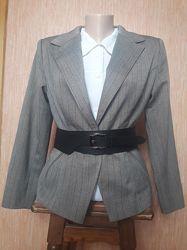 Классический офисный приталенный пиджак жакет в деловом стиле.