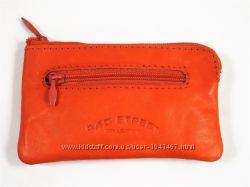 Красивая маленькая кожаная ключница оранжевая