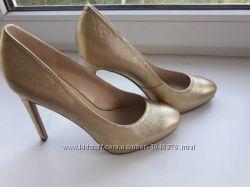 Nine west 38 р. Кожаные туфли лодочки высокий каблук золотые классика