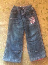 Продам демисезонные джинсы на флисовой подкладке на рост 110 см.