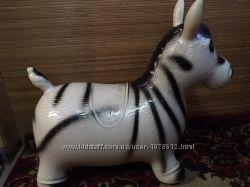 Прыгун ослик зебра