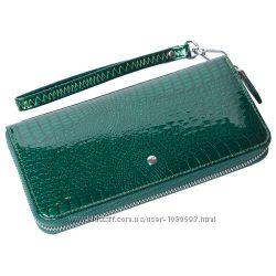 Женский кожаный кошелек лаковый f. leather collection al-ae38-1 d. зеленый