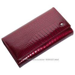 Женский кожаный кошелек лаковый f. leather collection al-ae46  бордовый