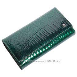 Женский кожаный кошелек лаковый f. leather collection al-ae46  зеленый