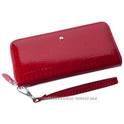 Женский кожаный кошелек лаковый f. leather collection al-ae38-1 red красный