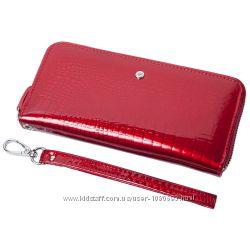 Женский кожаный кошелек лаковый F. Leather Collection AL-AE38-Red Красный