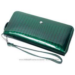 Женский кожаный кошелек лаковый F. Leather Collection AL-AE38 Зеленый