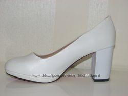 Женские матовые белые туфли на широком каблуке 36 37 38 39 40
